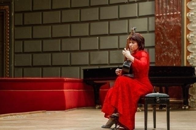 la-guitarrista-margarita-escarpa-ha-tocado-por-primera-vez-en-rumania
