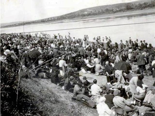 deportation-der-rumaenischen-roma-1942-der-volkermord-und-die-geschichte-von-den-pappkartonbooten