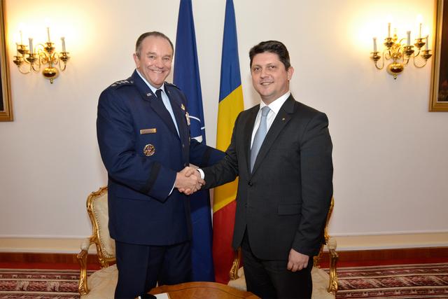comandantul-fortelor-aliate-din-europa-in-vizita-la-bucuresti-
