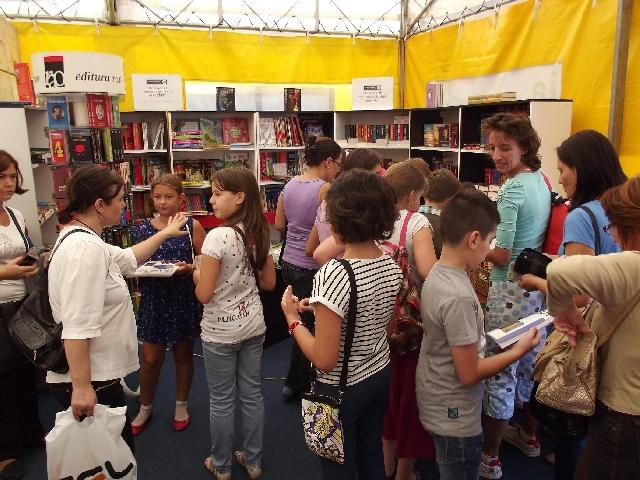 cifre-record-la-gaudeamus-carte-scolara-2014