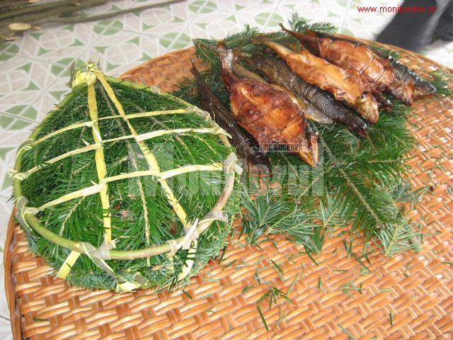 la-truite-fumee-conservee-dans-des-rameaux-de-sapin-