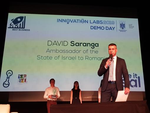 """שגריר דוד סרנגה הגיש את פרס """" העסק הנבחר"""""""