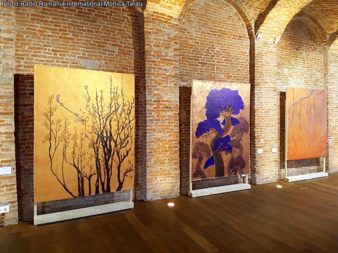 la-exposicion-el-alma-del-arbol-del-artista-peruano-cuco-morales-presentada-en-bucarest
