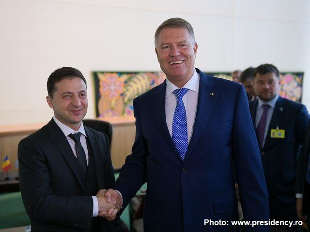 Президент Румунії провів телефонну розмову з Президентом України