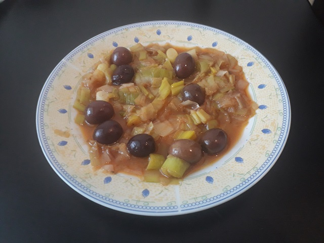 lauch-mit-oliven-aus-dem-backofen