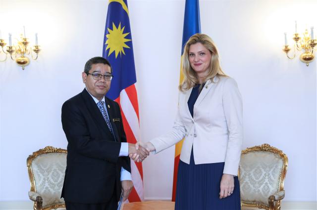 استقبال وزيرة الشؤون الخارجية الرومانية لسفير ماليزيا الجديد
