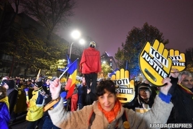 romania-sees-fresh-street-protests