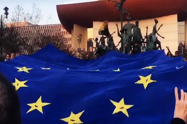 protest-in-piata-universitatii-impotriva-guvernului-psd-alde-si-pentru-sustinerea-lc-kovesi