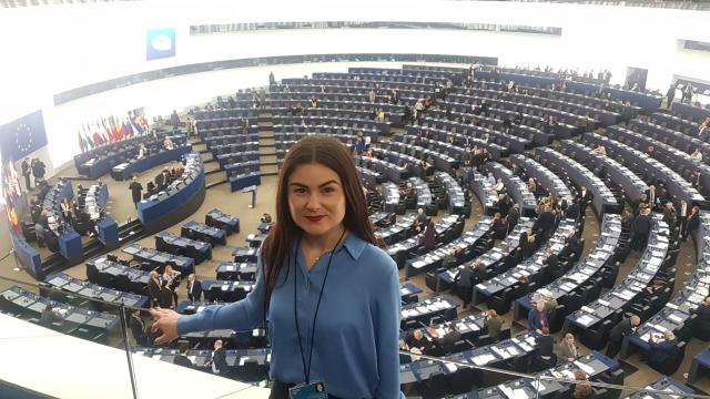 o-tanara-romanca-la-parlamentul-european-simina-tulbure-trainee-ep-