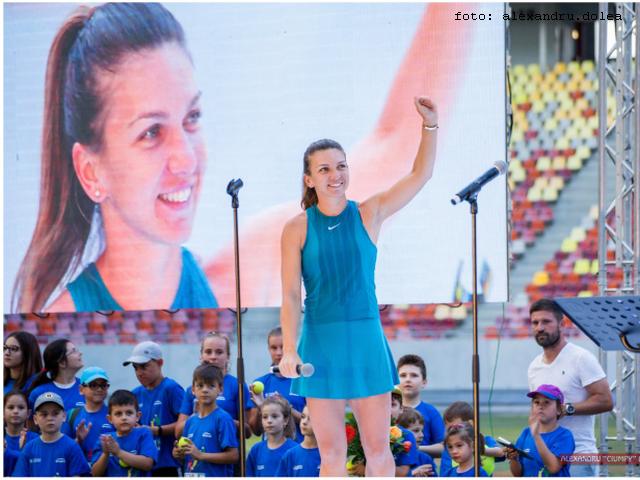 simona halep gets ovations in bucharest