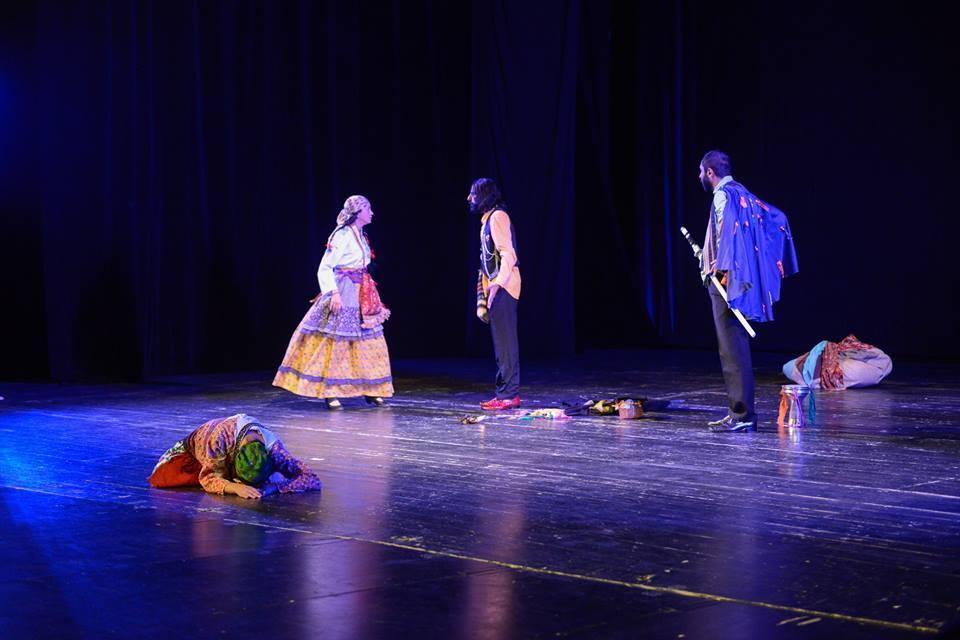 feministisches-roma-theater-darstellerin-mihaela-dragan-in-bukarest-und-berlin-erfolgreich