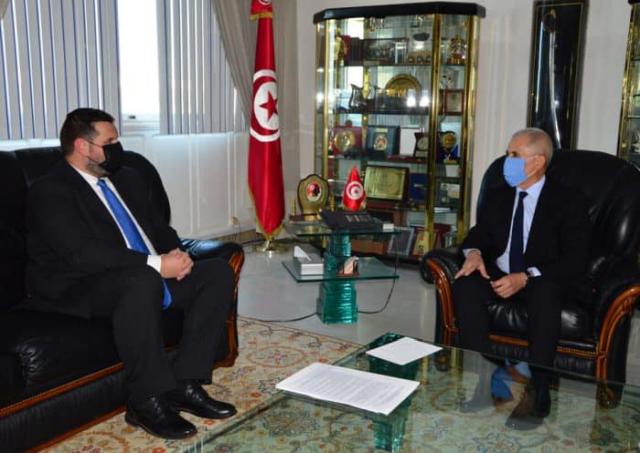 السفير الروماني في تونس يلتقي مع مسؤولين تونسيين