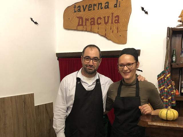 raisa-si-mihai---proprietarii-restaurantului-taverna-lui-dracula-din-tivoli