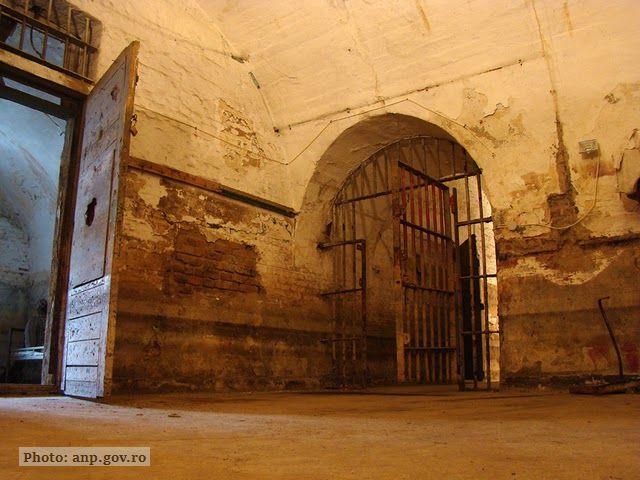 Жінки в комуністичних в'язницях