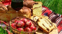 traditional-easter-lunch-in-romania-